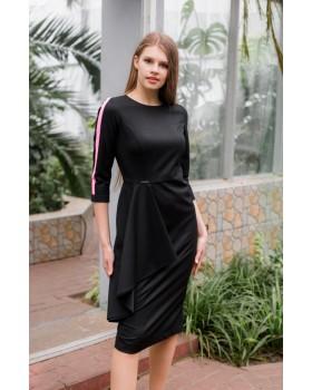 Сукня по фігурі чорна декорована воланом