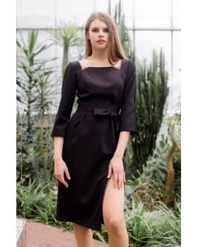 Сукня чорна з декорованими фігурними вставками