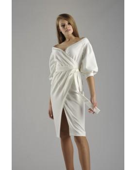 Сукня молочна з глибоким декольте