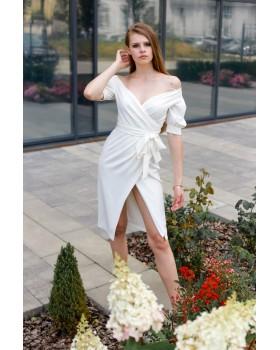Сукня святкова молочна з відкритими плечима