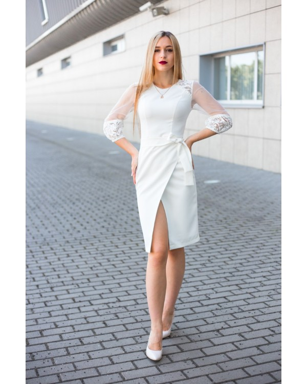 Сукня молочна на запах декорована мереживом