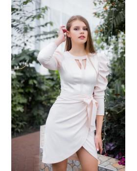Сукня персикова з декорованою зоною декольте