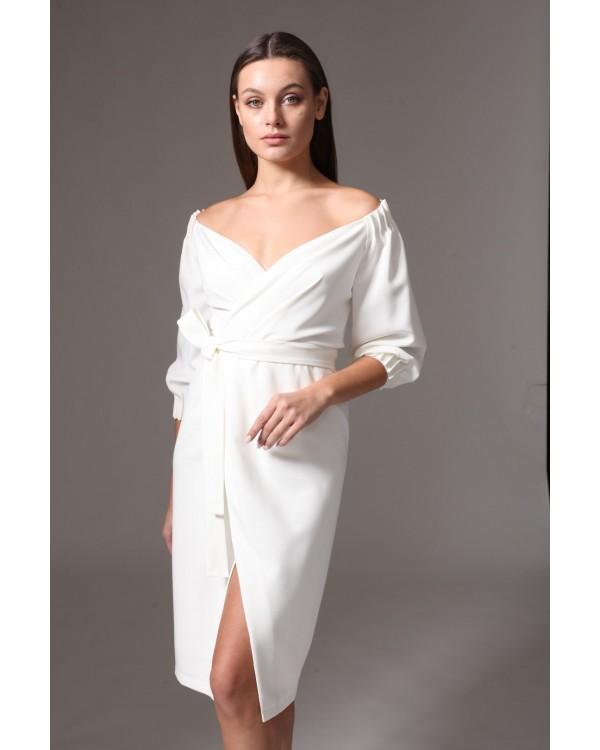 Сукня святкова молочна з розрізом на спідниці