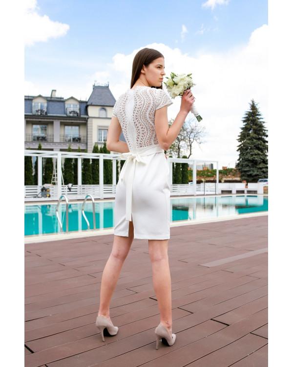 Сукня зі спиною декорованою мереживом