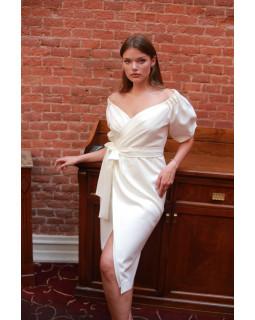 Елегантна сукня з відкритими плечима